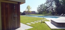 Douche sur pool house -